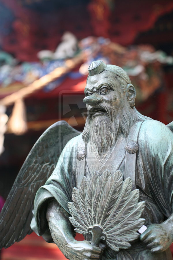 Statue_of_god_at_Takao_yama_by_LeJapon