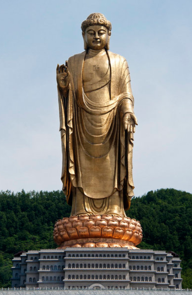 391px-Spring_Temple_Buddha_picturing_Vairocana,_in_Lushan_County,_Henan,_China