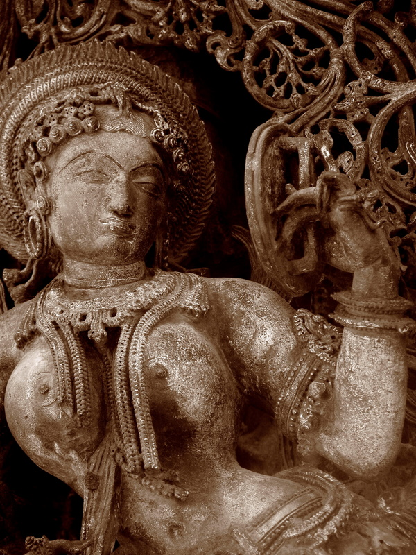 Lady_looking_into_mirror_Belur_Halebidu