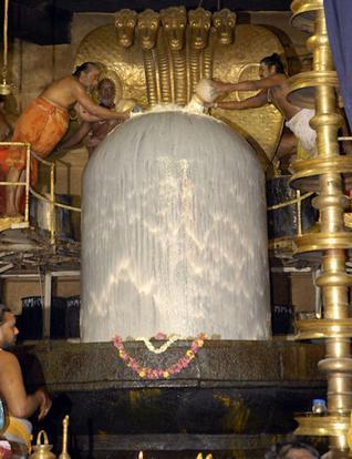 lord-shiva-linga-big-temple-br (1)