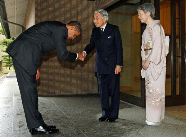 Obama_bowing_in_Tokyo