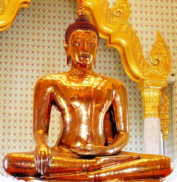 582px-Golden_Buddha_statue_at_Wat_Traimit