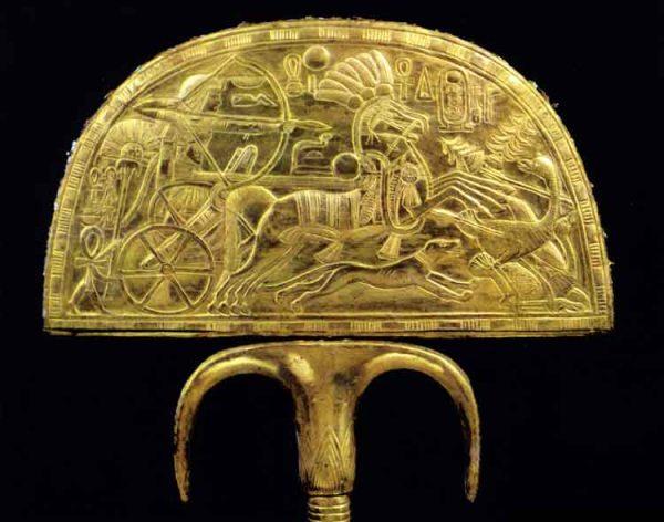 tutankhamun's fan with chariot 1