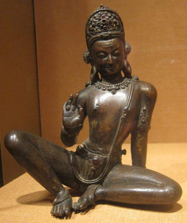 Gilt_copper_statue_of_Indra_nepal