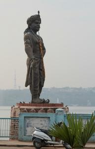 Statue_of_Raja_Bhoja_02