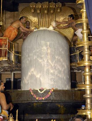 Dakshina Meru! 216 ft. Tall Brihadeeswarar Temple !! (3/6)