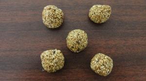 A_White_Sesame_Seed_Ball(எள்ளுருண்டை)