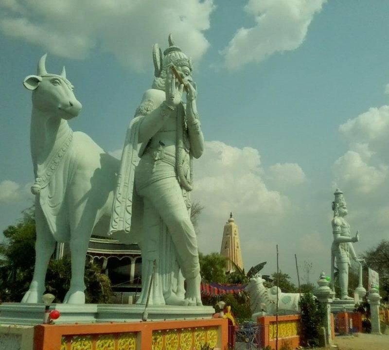 krishna statue side pose