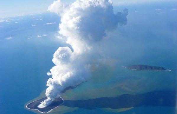 Togan-volcano_1369656a