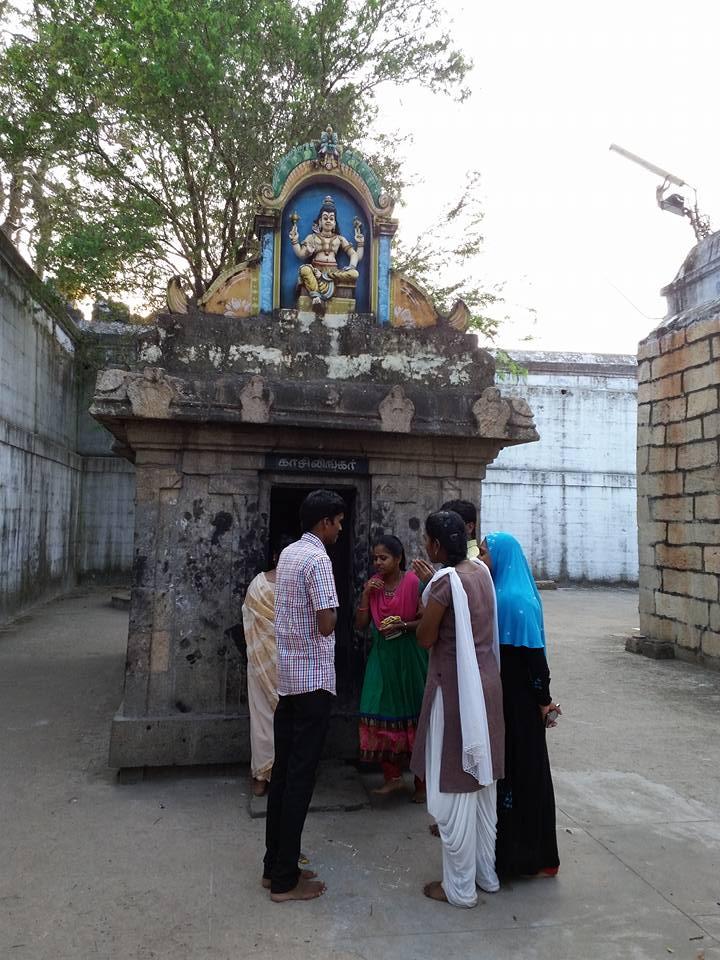 muslim in temple 2