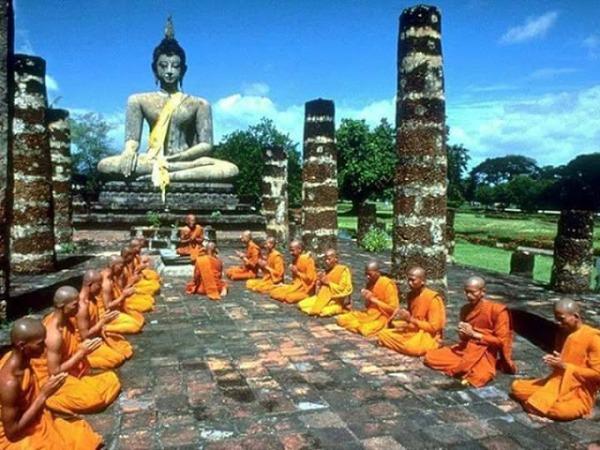 727c1-buddha2bwith2bbikshus.jpg?w=600