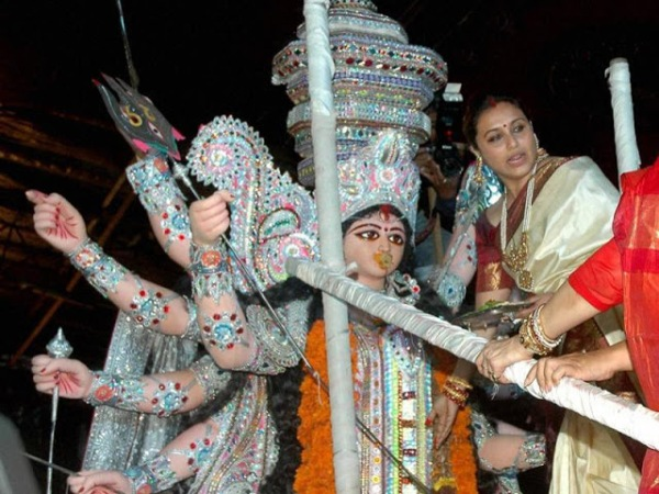 6fb0d-mumbai-mukerjee-during-durga-puja.